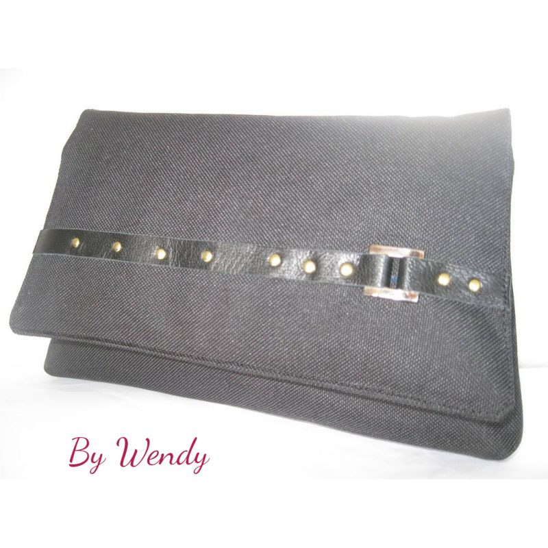 The Kiss Clutch by Wendy